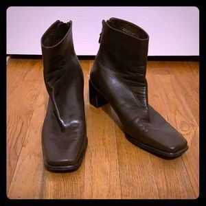 Stuart Weitzman brown ankle boots 7.5